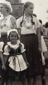mum-in-traditional-costume